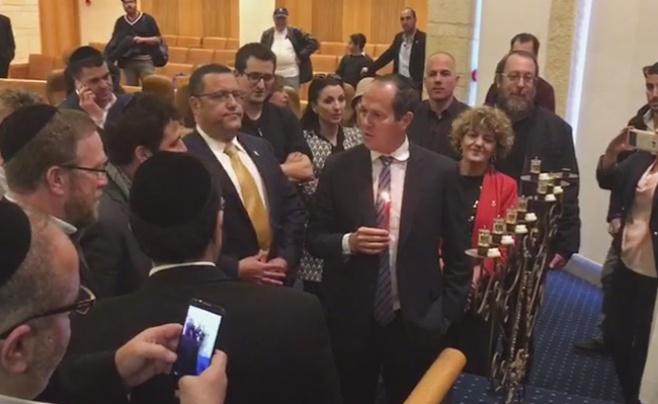 צפו ההדלקה של ניר ברקת וחברי מועצת העיר י-ם
