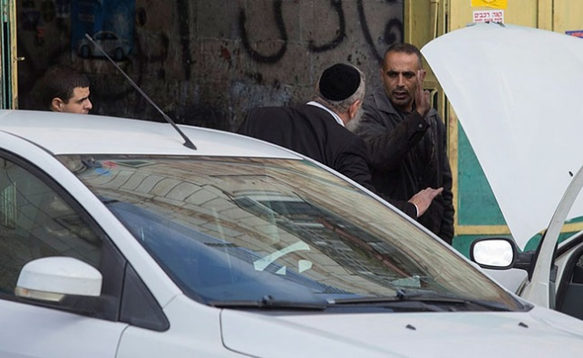 """יהודי חרדי בכפר חוסאן. ארכיון - השכנים של ביתר עילית זועמים: """"הצבא יגרום ליותר טרור"""""""