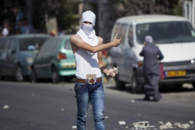 י-ם: ערבים יידו אבנים על ניידת