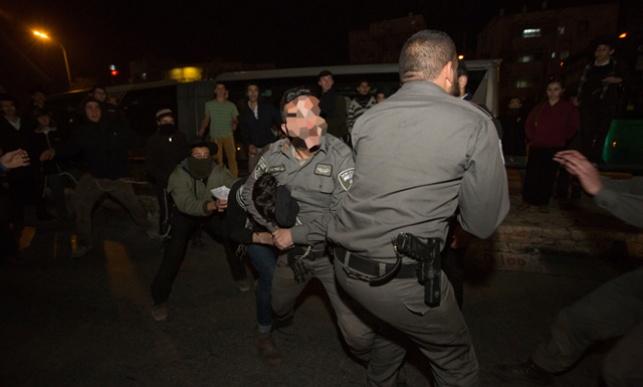 """""""השוטרים תקפו באלימות עיתונאים בהפגנה"""""""