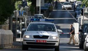 רכב של פלסטינים דרס שוטרת במבשרת