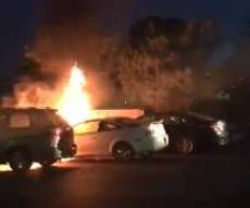 """מכוניות שהוצתו בבית חב""""ד בלוס אנ'לס - האנטישמיות ברחבי העולם נוסקת לגבהים חדשים"""