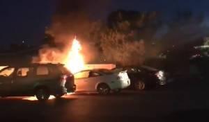 """מכוניות שהוצתו בבית חב""""ד בלוס אנ'לס"""