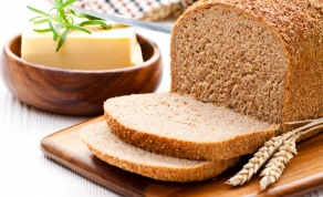 לא תאמינו כמה קל להכין לחם ביתי מקמח מלא, רך כמו חמאה