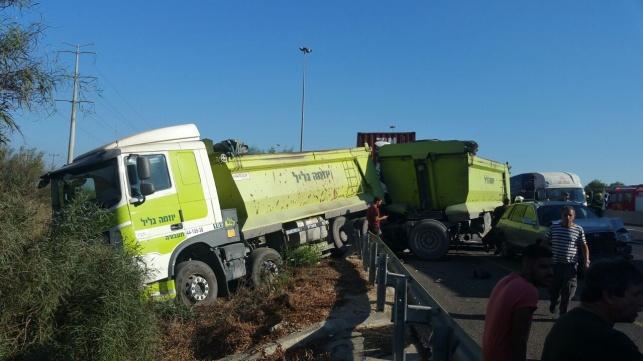 תאונה קטלנית בכביש 4: נהג משאית נהרג