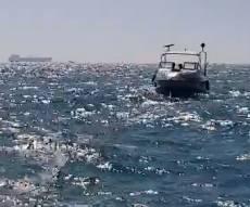 חילוץ הסירה - הצעירים נסחפו עם הסירה בים וחולצו • צפו