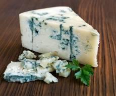 גבינה כחולה עם עובש - מתי אומרים איכס על אוכל ומתי פשוט מתענגים עליו?