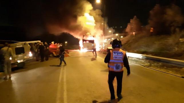 שומרון: אוטובוס עלה בלהבות ונשרף כליל
