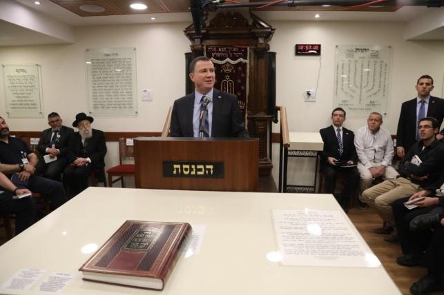 """יו""""ר הכנסת בבית הכנסת"""