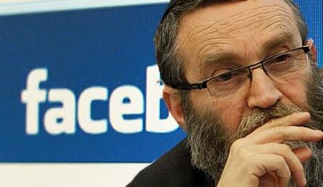 """גפני. לא עושה """"לייק"""" לפייסבוק - מי מתחזה למשה גפני בפייסבוק?"""