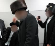 נוסעים חרדים ב'אוקראין' חובשים את קופסת השטריימל