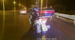 שוטרים עצרו את כביש 1 ותפסו חולית גנבים