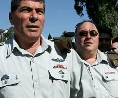 """אבי בניהו וגבי אשכנזי ב-2008 - כשהרמטכ""""ל הורה לרב הכותל: לך להתפלל"""
