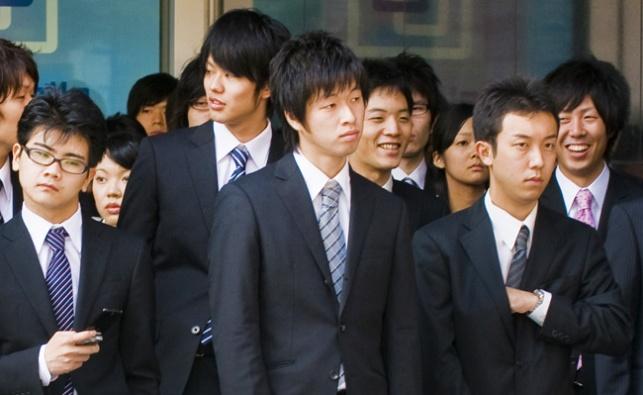צעירים יפנים בדרך לעבודה, אילוסטרציה