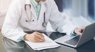 פרסום לשון הרע בירחון. אילוסטרציה - המרכז הרפואי יפצה עובד על פרסום לשון הרע בירחון