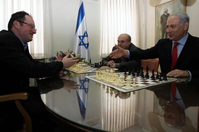 סגן אלוף העולם בוריס גלפנד משחק עם נתניהו