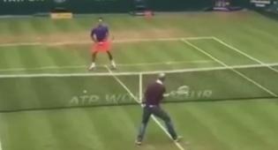 העיתונאי שהדהים את כוכב הטניס