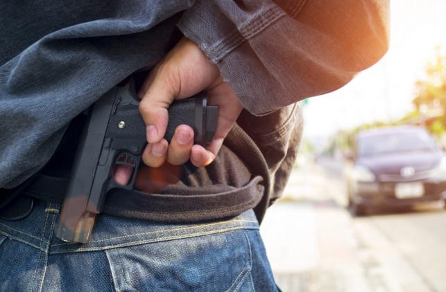 אימה בבני ברק: נשק נחטף ממאבטח בעיר