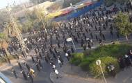 החסידים, בעצרת המחאה