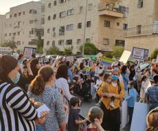 המפגינות מחוץ לביתו של דרעי