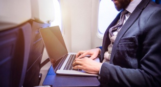 חברות התעופה ישאילו מחשבים ניידים