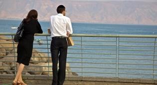 חתונה בגיל מוקדם גורמת לאושר?