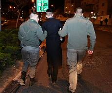 מעצר בבית שמש. ארכיון - שני עצורים לאחר קבלת הפנים לסרבן הגיוס