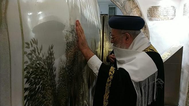 צפו: הראשון לציון ביכה בדמעות בקבר רחל