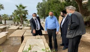 השר אביטן בבית הקברות