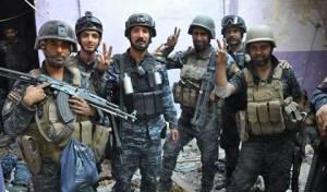 """חיילים עיראקים חוגגים במוסול, ארכיון - עיראק הודיעה רשמית על נצחונה מול דאע""""ש"""