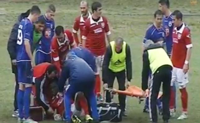 צפו: השחקן נפצע, אך האמבולנס נתקע בבוץ