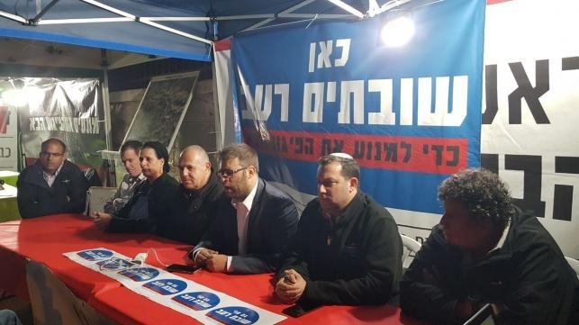 חבר הכנסת חזן באוהל המחאה