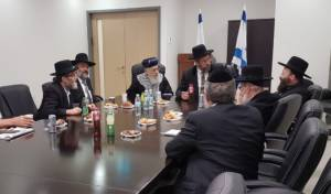 ראשי המפלגות החרדיות לצד הרבנים הראשיים, אמש - הפוליטיקאים לרבנים: חוק הכותל רק כאיום