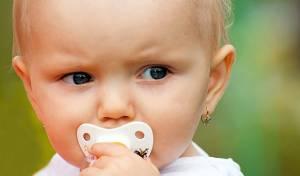 מחאה: עגילים לתינוקות זו התעללות