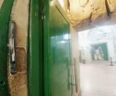 ערבים השחיתו את המזוזה במערת המכפלה