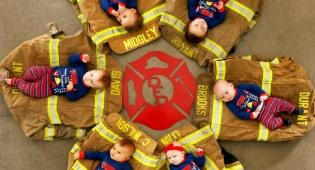 כבאים? לוחמי אש? תינוקות ממיסי לב - בייבי הכבאי: 6 תינוקות בתמונות ממיסות במיוחד