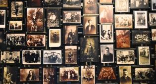 קיר במוזיאון השואה בוושינגטון. איך החרדים מתמודדים עם שאלת השואה? - השואה, השאלות, והתשובה החרדית // טור