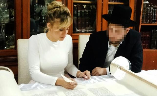 """כוכבת הריאליטי וספר התורה של ישיבת """"בית מאיר"""""""