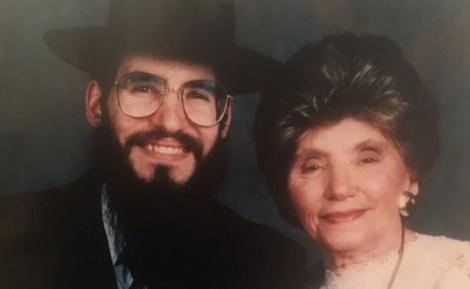 """פריד ואמו, ביום חתונתו - אברהם פריד על אמו: """"מעולם לא התלוננה"""""""