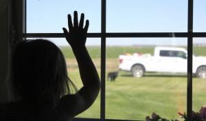 הילדים יהגרו לקנדה עם אמם למורת רוחו של האב. אילוסטרציה