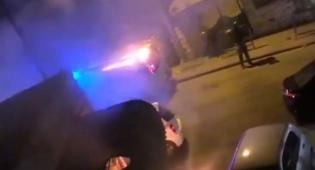 צפו: בקבוק תבערה הושלך על רכב משטרתי