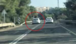 השוטרים תיעדו: רכב עוקף פס לבן - פעמיים