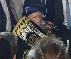 צפו: זקן הראשונים לציון שמח בשמחת התורה
