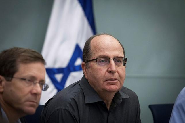 יעלון אסר על 'שוברים שתיקה' לבקר במחנות