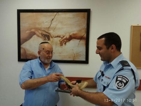 השופרות מוחזרות לידי הגבאי - השופרות הגנובים הוחזרו לגבאי בית הכנסת