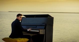 """משה קליין בסינגל קליפ חדש: """"שיר פשוט"""""""