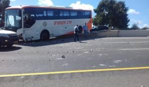 תאונה בין רכב לאוטובוס שהסיע בני ישיבות