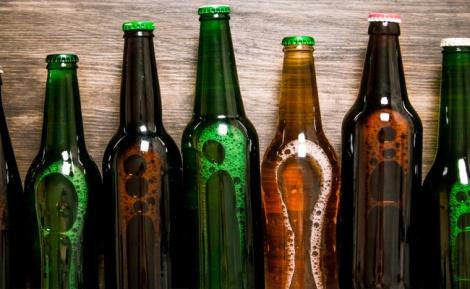 אילוסטרציה - לא תאמינו למה בקבוקי הבירה חומים או ירוקים