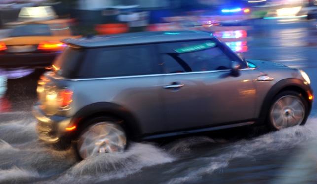המדריך המלא לנהיגה בטוחה בגשם