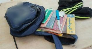 הסכין וספרי הלימוד - הלוחמים חשפו סכין מטבח בין ספרי הלימוד